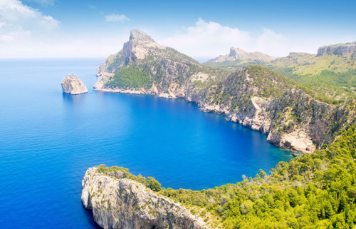Cruising Guide to Mallorca: Marinas, Bays, Restaurants