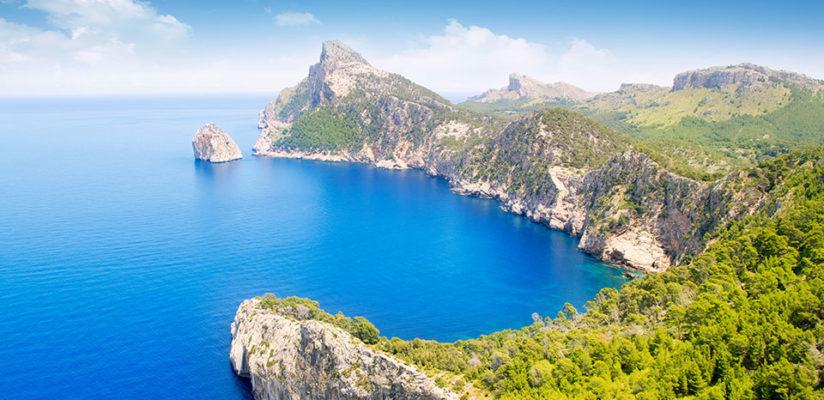 Cruising Guide to Mallorca: Marinas, Bays, Restaurants