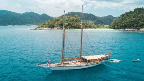 Dallinghoo sailing yacht charter Phuket