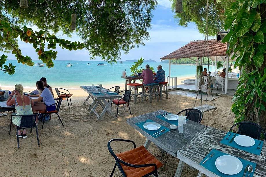 Brasserie Yacht Club: beach restaurants in Phuket